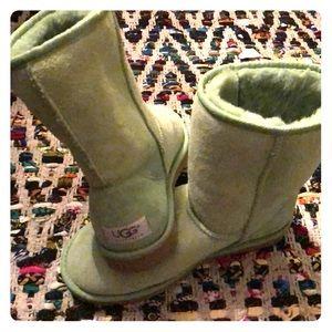 UGG boots, Women's 6, Classic short, Green.